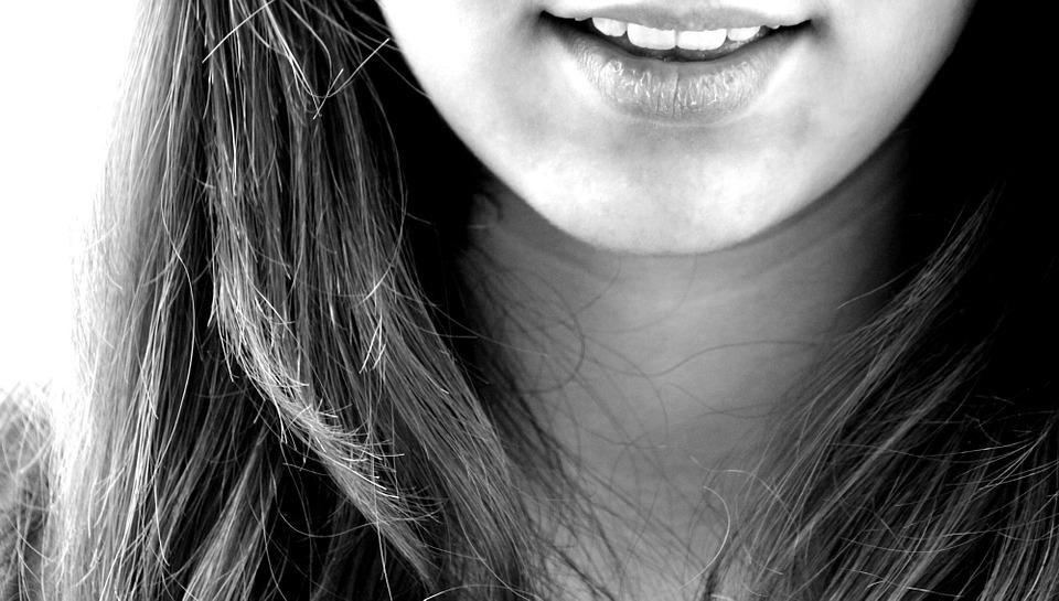 Jak łatwo uzupełnić luki pomiędzy zębami?