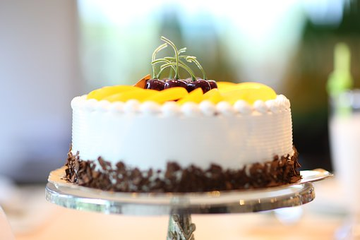 Tort urodzinowy – kupny czy samodzielnie wykonany?