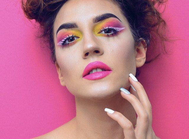 Makijaż, który pasuje do koloru włosów