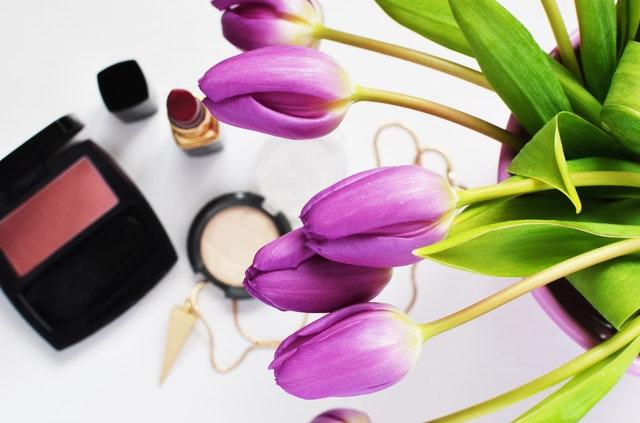 Kwiaty w kosmetykach pielęgnacyjnych