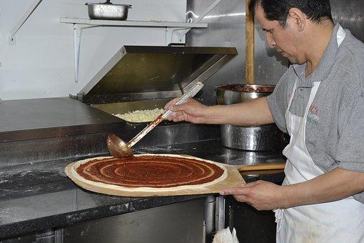 Zanim pizza trafi na stół