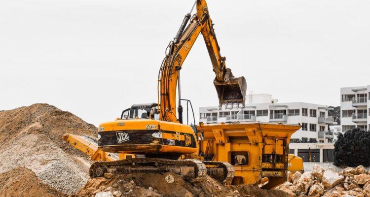 Jakich maszyn budowlanych nie powinno zabraknąć na budowie?